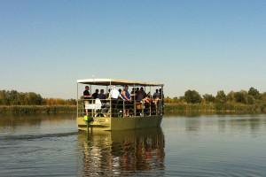 barca elettrica per visite guidate in valle