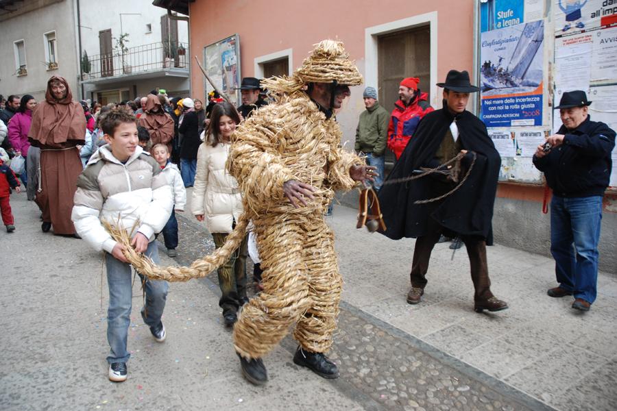 l'Orso della segale, figura centrale del carnevale di Valdieri