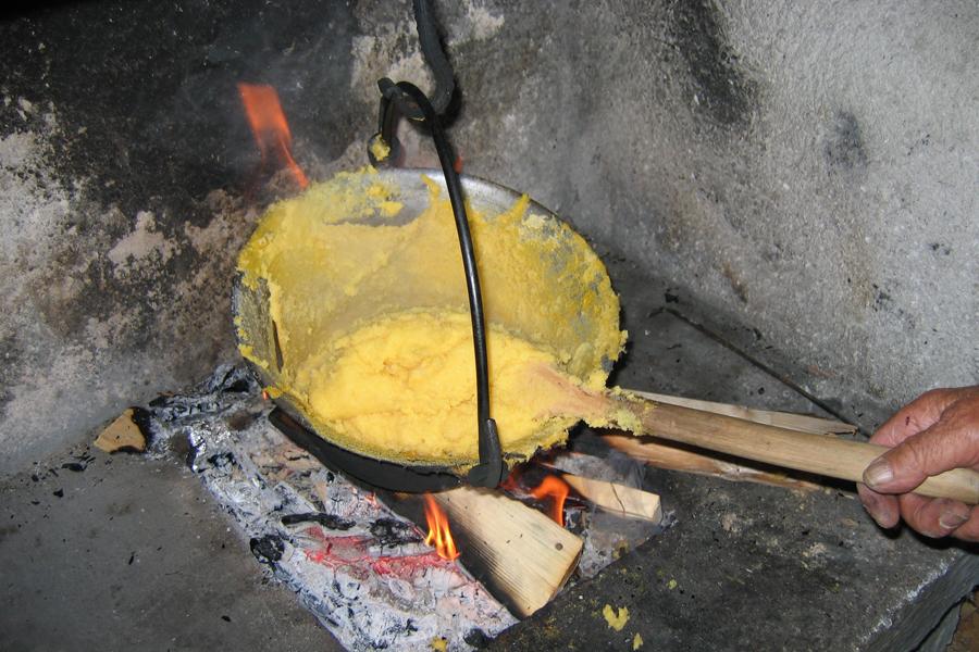 polenta con farina della varietà locale dorotea